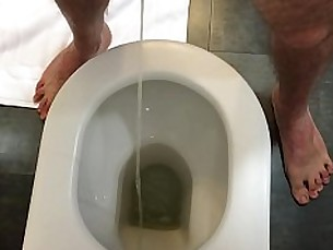 gay,pissing,legs,solo,hairy