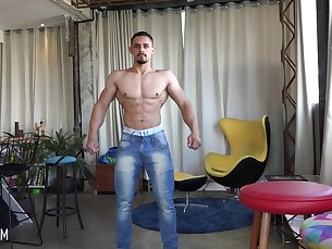 muscle,worship,bodybuilder