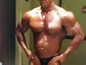 sexy,stud,worship,strong,bodybuilder